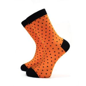 Oranžové ponožky s černými puntíky